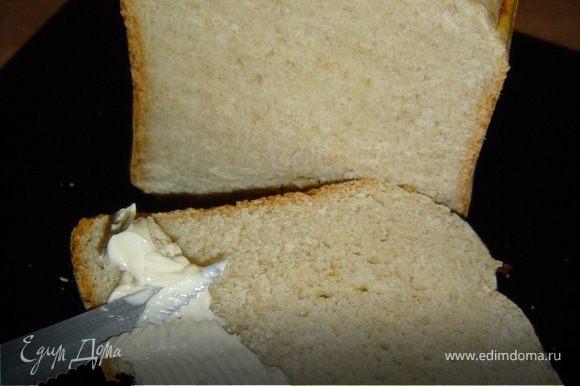 В итоге получаем очень нежный и вкусный хлеб. Попробуйте, не пожалеете!