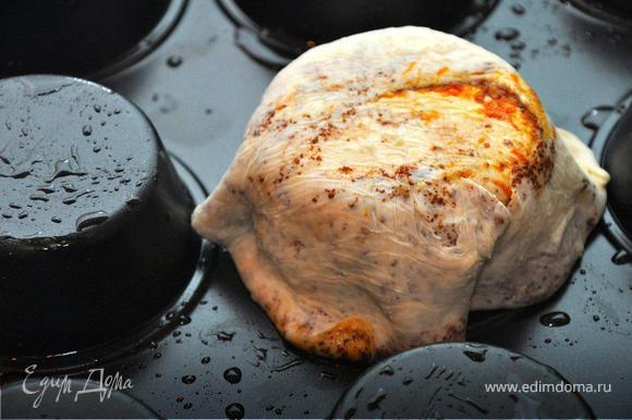 Полученные лепешки положить на перевернутую форму для кексов, смазанную маслом. Испечь наши корзинки в духовке 20 мин. при 180гр