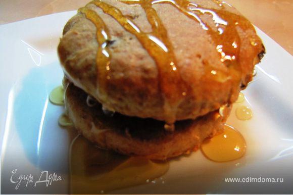 Печенье получилось с благородным ароматом, хлебной консистенции, не сладкое, для любителей послаще можно полить вареньем, сгущенкой, сиропом, или подать с медом – как я.
