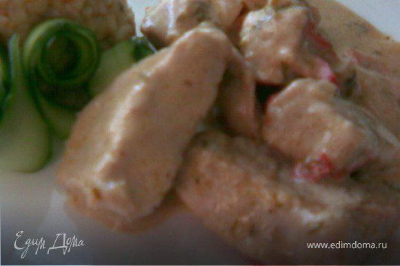 Готовое мясо залить соусом перемешать и потушить под крышкой минут-30.Добавить соль и зелень,перемешать.Для любителей чесночка можно добавить его.