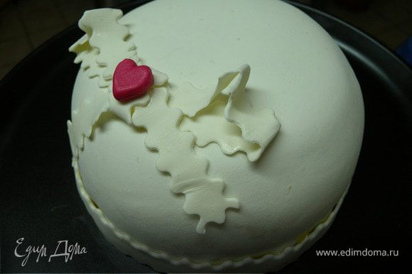 И... вуаля.... прекрасный миниатюрный тортик (но очень увесистый и питательный)