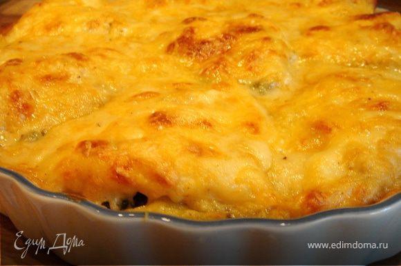 Отложить небольшое количество сыра.Остальной сыр,горчицу и мускатный орех добавить в соус и хорошо перемешать.Полить соусом камбалу и тальятелле и засыпать оставшимся сыром.Запекать в духовке при t 200*C около 20 минут или до золотистой корочки.Приятного аппетита!
