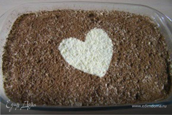 затем посыпать какао. По желанию можно сделать украшение в виде сердца (оставив место без какао).