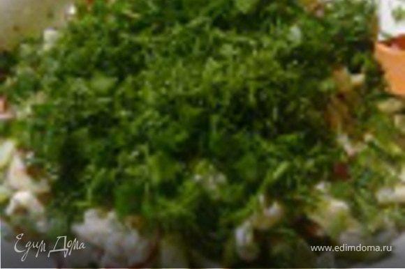 Смесь переложить в дуршлаг, слить раствор. Переложить салат в сервировочную тарелку, посолить, поперчить, заправить маслом, посыпать зеленью и....приятного аппетита:)))