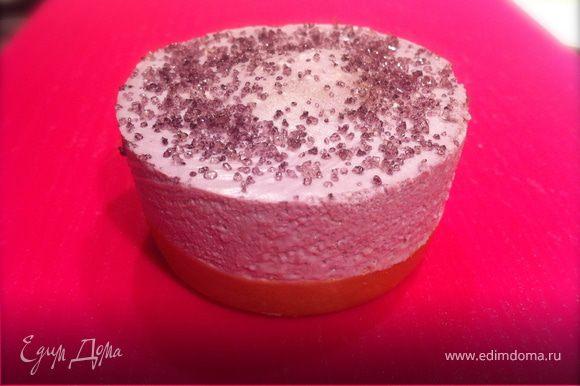 Подавать на десерт, украсив по желанию. В моем случае это лавандовый сахар (смешать сахар-песок с лавандовым сиропом).Наслаждаться вкусом...
