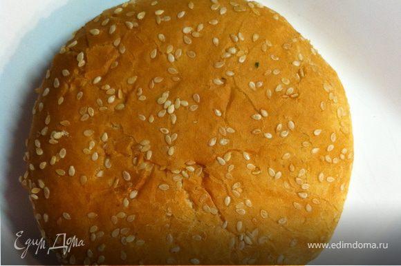 идеально использовать булочку с кунжутом, только нагрейте ее в духовке или на сковородке совсем пару секунд