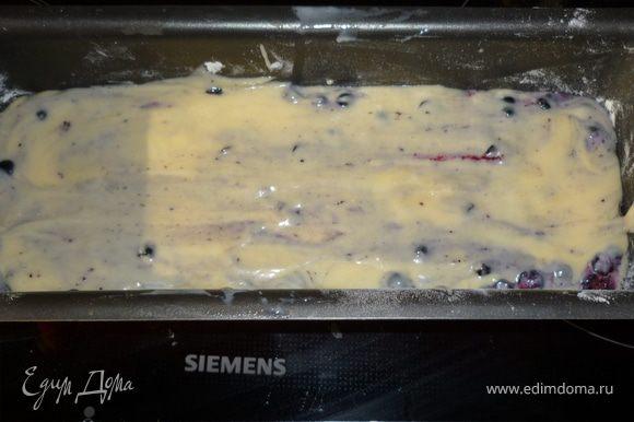 Форму смазать маслом, выложить тесто. Выпекать в разогретой до 180 градусов духовке 40-45 мин.