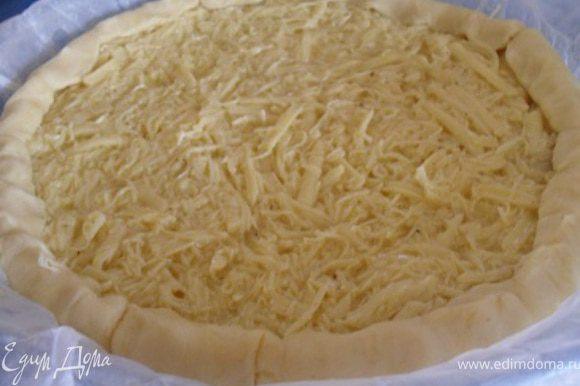 Отправить пирог в разогретую до 200*С духовку, выпекать до золотистого цвета.