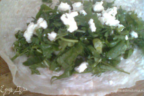 в начале зелень моем,сушим и режем,затем берём лаваш, смазываем его майонезом,выкладываем на неё горсть зелени,солим,немного добавляем сыра (нужно знать на сколько соленый сыр (я соль добавляла мало), потом его заворачиваем,мажем сверху майонезом и отправляем в духовку на 10 минут (пока не подрумяниться).
