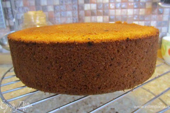Приготовить бисквит по рецепту http://www.edimdoma.ru/recipes/26337 Охладить, разрезать на три коржа.