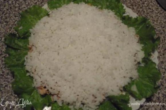 Теперь очередь риса, сверху майонез (около 100гр).