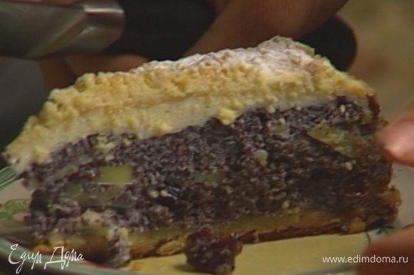 Остудить пирог и только после этого разрезать.