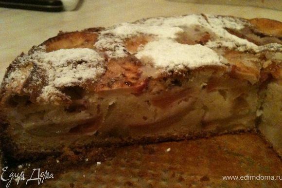 После оставания пирога, посыпать сверху сахарной пудрой. Приятного аппетита!
