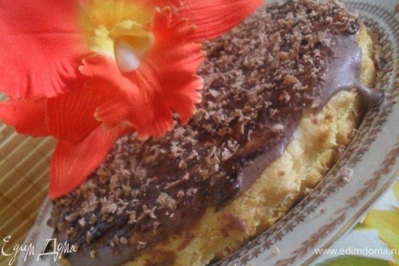 Торт полить глазурью, украсить шоколадом.Убрать в холод до полного застывания.