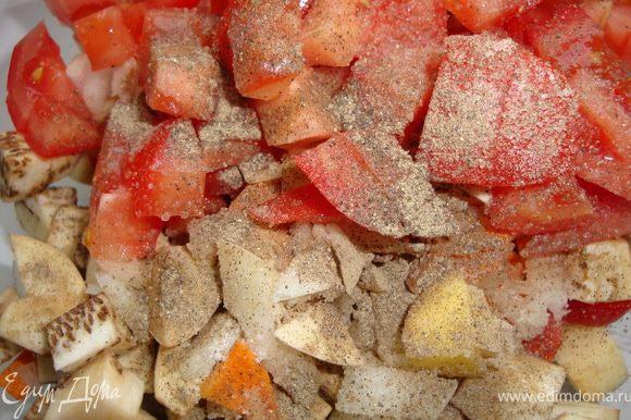 Тщательно моем все овощи и режем примерно одинаковыми кубиками (исключение - морковь, ее режем тоненькими пластинками), посыпаем солью и перцем... Я молодую картошку даже чистить не стала - с кожицей у нее получается какой-то пикантный вкус и аромат.