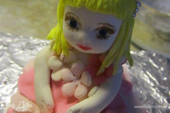 Прикрепить голову к куколке)