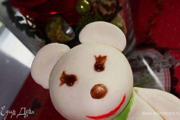 http://www.edimdoma.ru/recipes/25993 Все по-шаговые фото у Оксаны. Формировала Мишку по-памяти с МК Оксаны, который до этого прочитала. Склеивала части с помощью небольшого кол-ва воды. Разукрасила сахарным цветным гелем(готовым). Вот такой медвежонок у меня получился. Дочке очень понравился. Сначала он был похож на мышку, по потом мы укоротили ему ушки и медведь проснулся...:)))