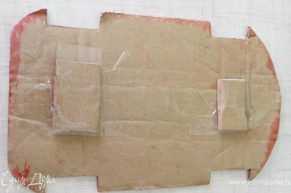 Далее из картона надо вырезать вот такой шаблон. Я сначала рисовала на листе в клеточку, вырезала и перенесла на картон