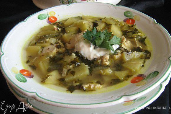 Подавать суп горячим,с охлаждённой сметаной.Ну очень вкусно!Приятного аппетита!
