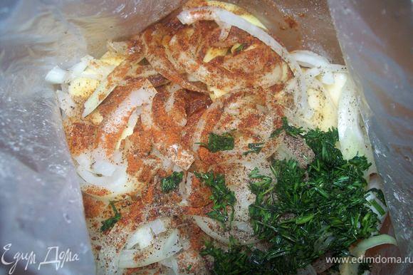 добавляем туда соль, черный перец, паприку и подсолнечное масло и рубленный укроп