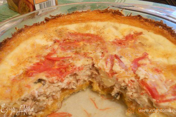 когда основа готова, выкладываем начинку, на дно тунца с луком следом помидоры , сыр, и все заливаем яичной смесью, и выпекаем еще 25-30 минут при 180 гр!Приятного аппетита!!!