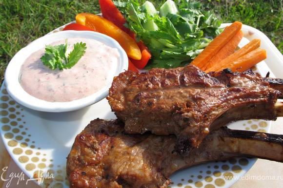 Подавать с зеленью,овощами, соусом для мяса и с Chianti Classico. Приятного аппетита!