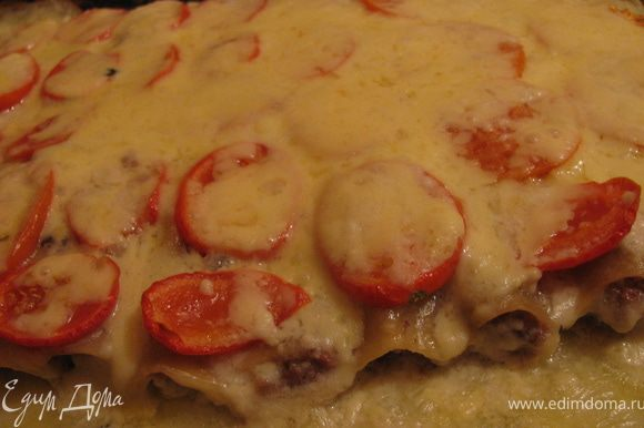 Достаем,посыпаем сыром и еще раз в духовочку на 10мин.Все мнямка готова,можно звать всех к столу.