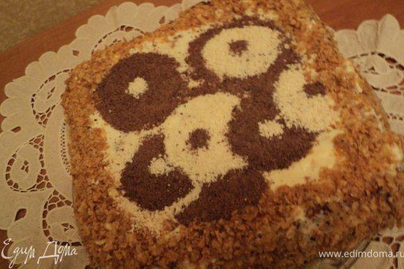 Бока посыпать измельченными орехами, верх украсить натерты на терке черным и белым шоколадом. Выдержать пляцок в холодильнике 10-12час. Приятного аппетита!