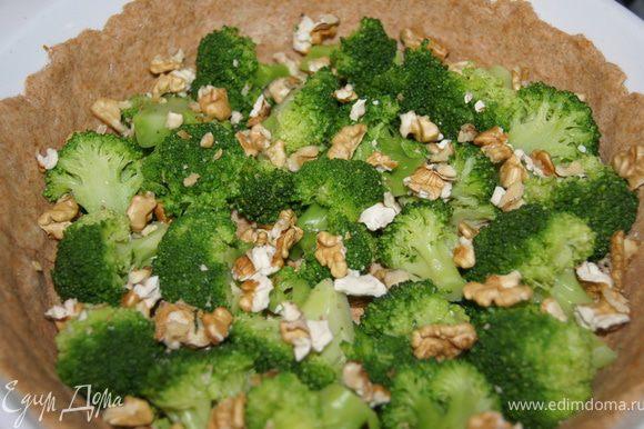 сверху брокколи и грецкие орехи