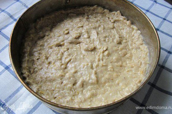 Форму смазать маслом, на дно выстилаем бумагой для выпечки. Выкладываем тесто в форму и выпекаем в разогретой духовке 180* 45 минут.