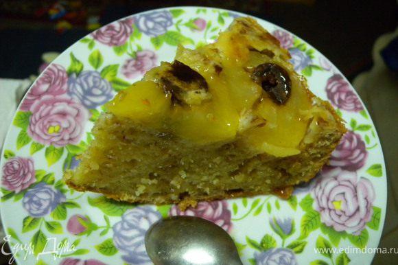 """Полить кленовым сиропом. Пирог получается """"мокрым"""" по структуре. тяжелым и сытным. Приятного аппетита!"""