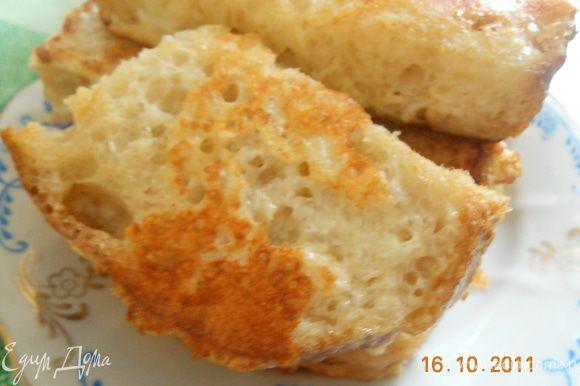 обжариваем гренки с двух сторон ,сыр дает очень румяную и вкусную корочку, гренки очень хороши на завтрак, с чаем или с кофе ! Приятного аппетита