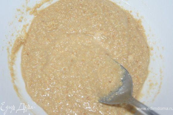 Миндаль смолоть в блендере в муку. Смешать со сгущенным молоком. Рецепт сгущенного молока здесь http://www.edimdoma.ru/recipes/31498