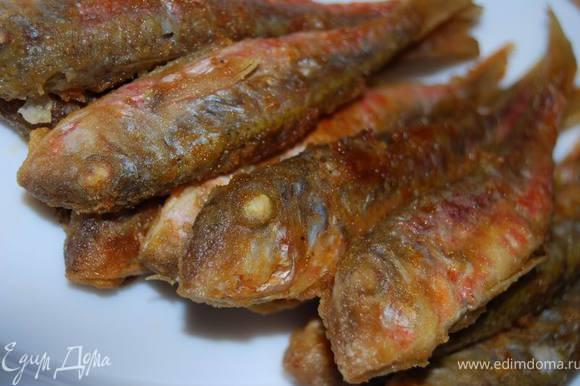 Вторым блюдом сегодняшнего дня был заливной судак. Но рецепт его классический, который мы применяем в наши дни, потому мы смело заменили это блюдо жареной барабулькой.