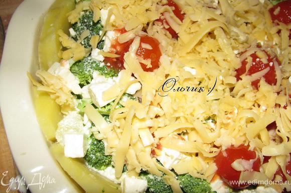 Выкладываем помидорки черри и посыпаем тертым сыром.