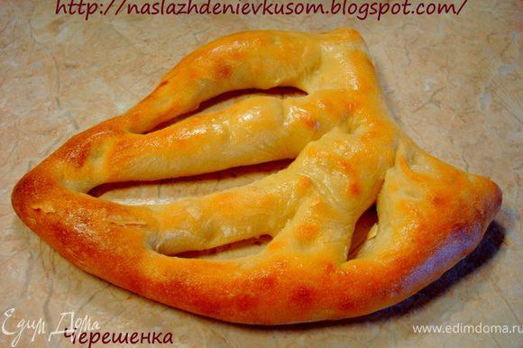 На основе этого теста можно приготовить великое множество изделий. Постепенно я познакомлю вас с некоторыми из них… Для начала это будет хлеб «Фугасс» http://www.edimdoma.ru/recipes/33239…