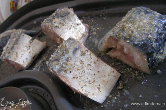 Выложить на смазанный маслом поднос пароварки, готовить примерно 15-18 минут.