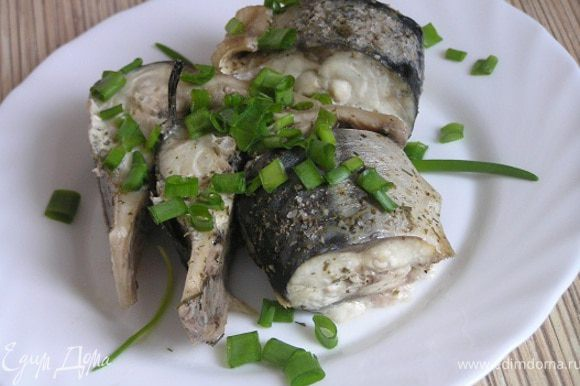 Подавать с зеленью, салатом и/или овощами.