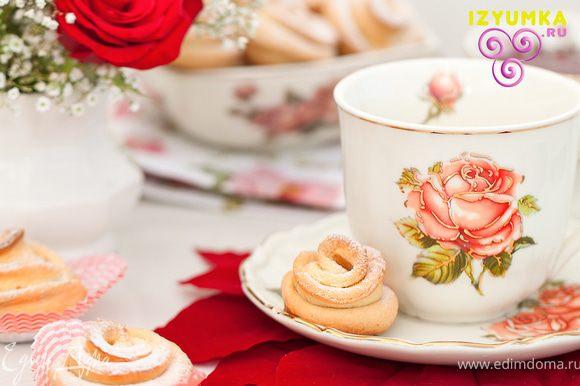 Ну и, конечно же, красивые чашечки и блюдца )) от этого розочки покажутся вдвойне вкунее !