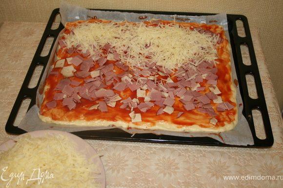 Дальше выкладываем начинку и засыпаем сыром. У меня как у сырной души его 300 грамм, можно меньше, а лучше бооольше:)