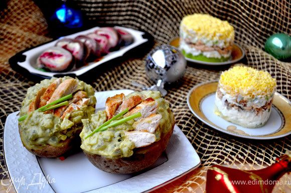 Я специально не пишу название этих всем известных салатов,прочиав рецепты Вы сразу догадаетесь о чём идёт речь! С наступающим Новым годом!!!