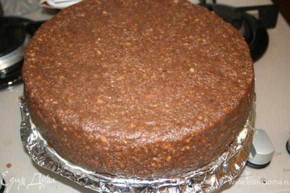 Выровнять картофельной массой торт