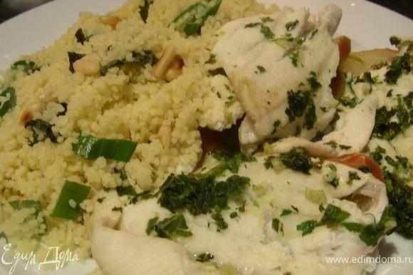 Выкладываем рыбку на тарелку и подаем с гарниром по Вашему вкусу. Приятного аппетита))