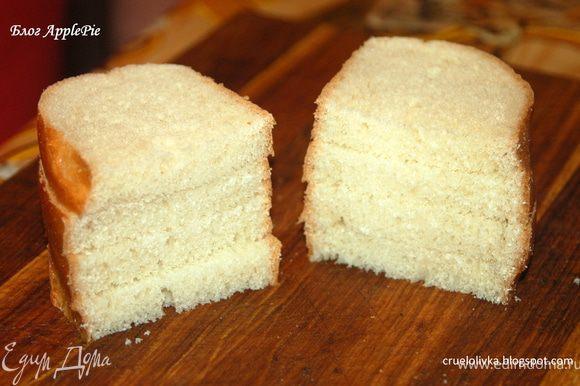 Хлеб нарезать небольшими кусочками так, чтобы уместилась шляпка гриба.