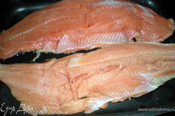 Рыбу помыть,почистить,удалить косточки.
