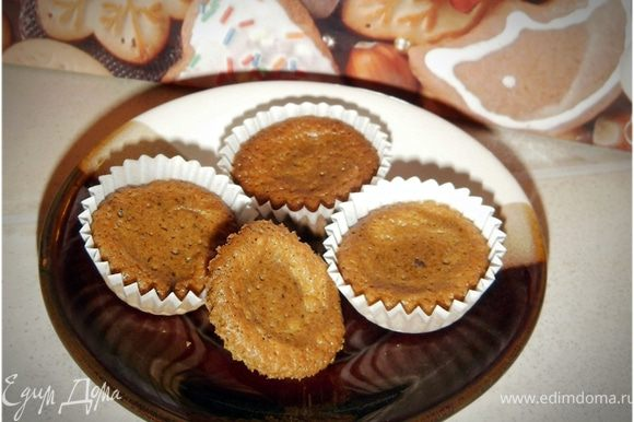 Маленькие кексы получились похожими на печенье.
