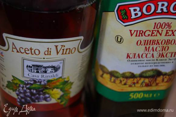 Оливковое масло и сахар. При необходимости,для того,чтобы рыба была полностью покрыта жидкостью,добавим овощной или рыбный бульон.
