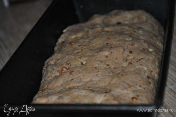 Форму для выпечки хлеба смазать раст. маслом, сформировать буханку, положить в форму