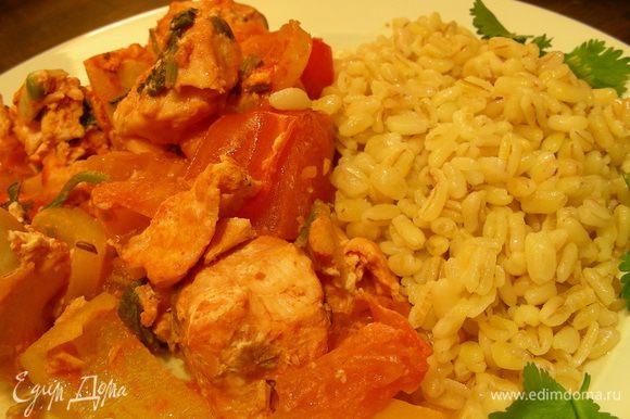 И готовим при 180 гр минут 40 до мягкости овощей. Подаем с гарниром по Вашему вкусу, у меня был булгур. Приятного аппетита))