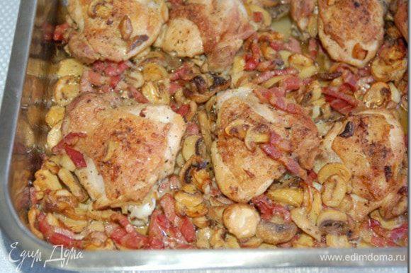 добавляем их курице,солим и тушим минут 5-10 без крышки.Серверуем с макаронами или кто что предпочитает))